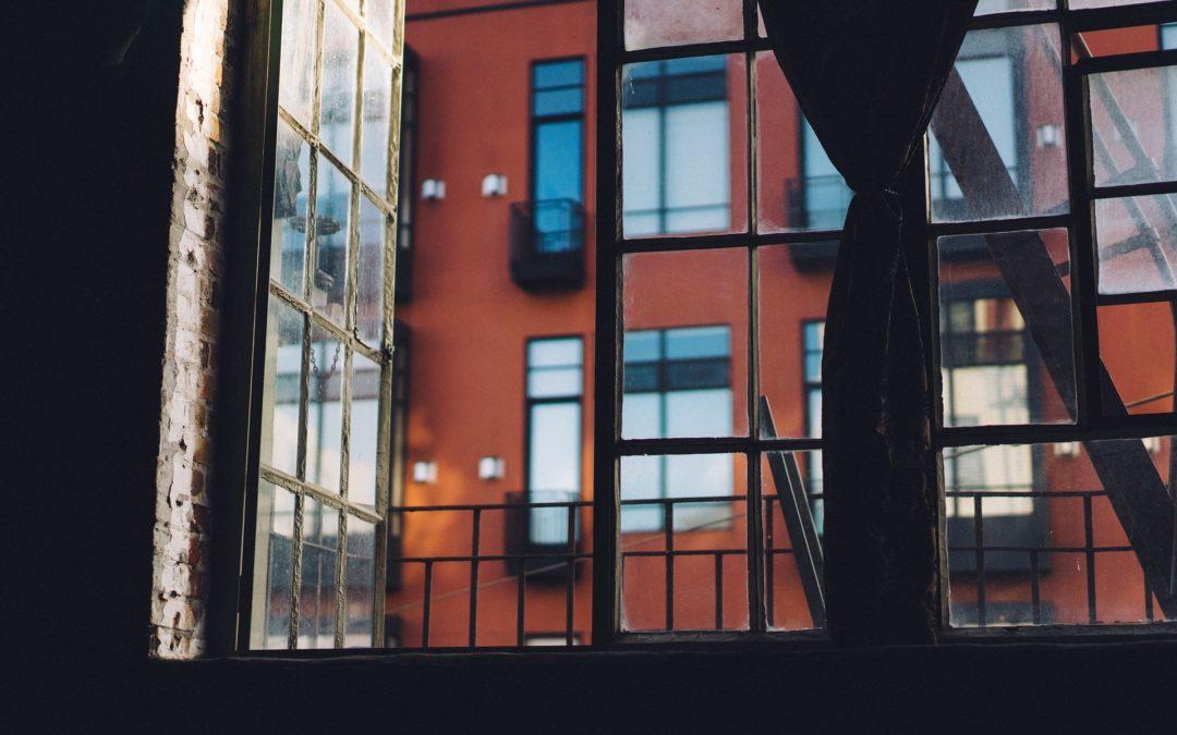 ¿Qué ocurre cuando un propietario de un piso fallece y tiene deudas con la comunidad?